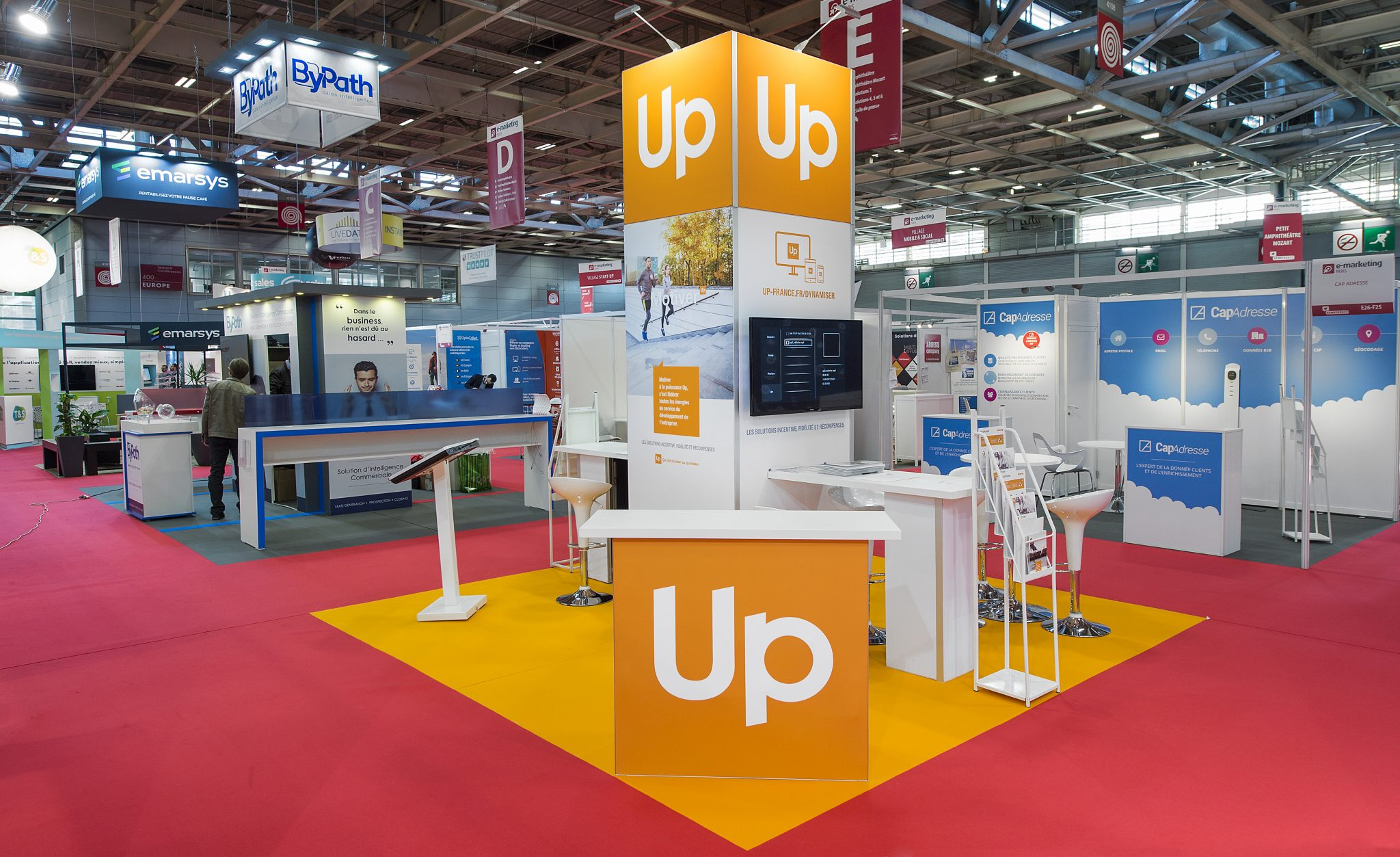 Stand groupe up 36m salon e marketing 2017 stand 2b for Salon stand